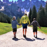 dog-trekking-dolomites-vertical-life